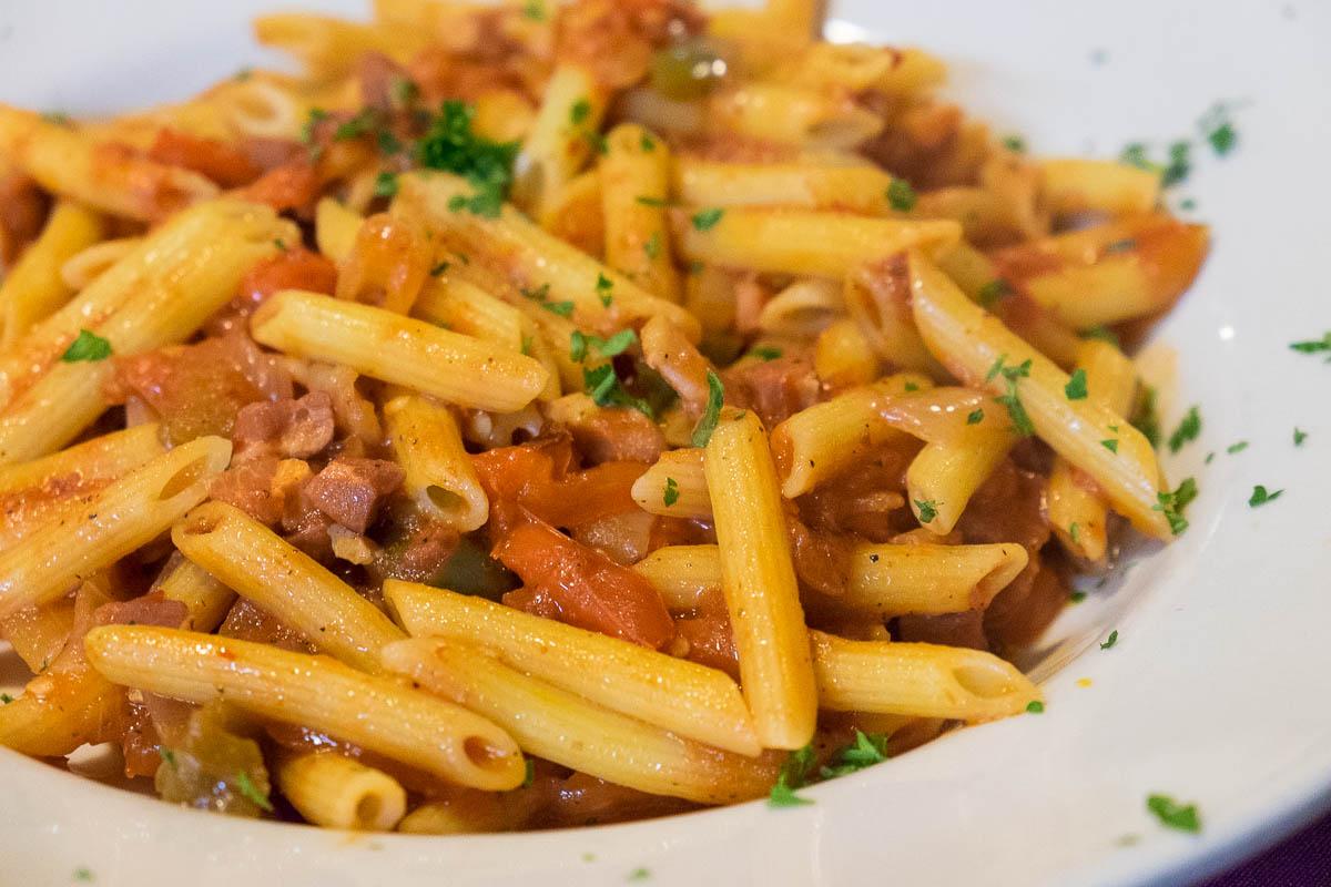 Pasta e Pesto's Penne All' Amatriciana