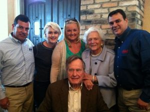Picure of the president and first lady with the Molina family.