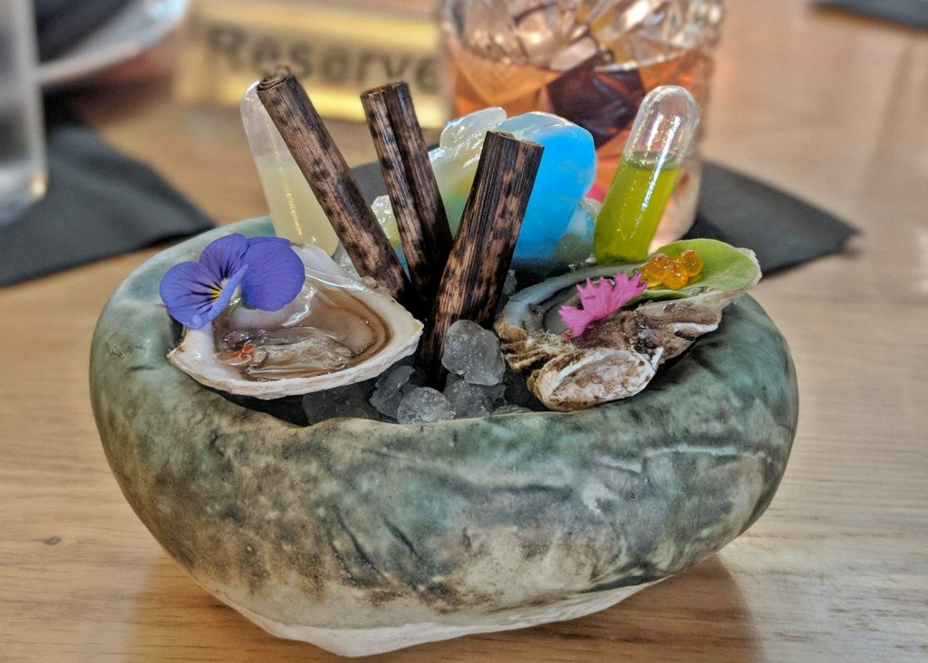 East and West Coast oysters at Tobiuo
