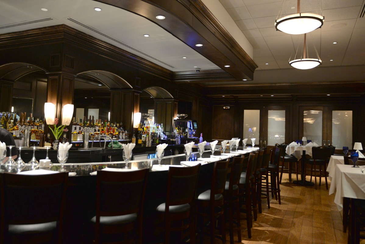 The bar at Killen's Steakhouse in The Woodlands