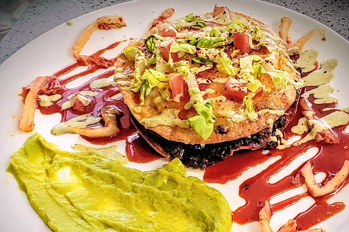 Dak & Bop Mexican Pizza