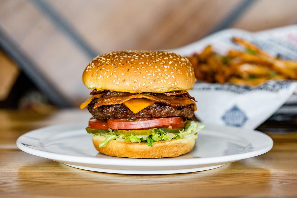 Bacon Cheeseburger at Beck's Prime